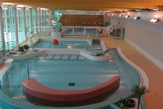 Campo d couverte montbard tourisme en bourgogne for Chatillon piscine
