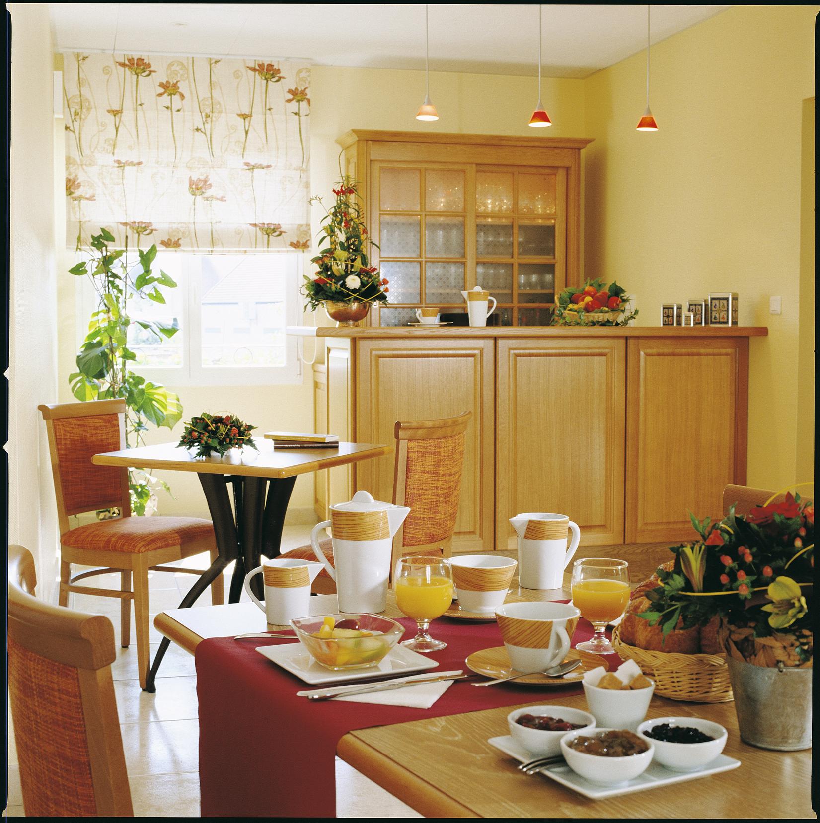 Salle petit-déjeuner - HOTEL DES GRANDS CRUS ©HOTEL DES GRANDS CRUS