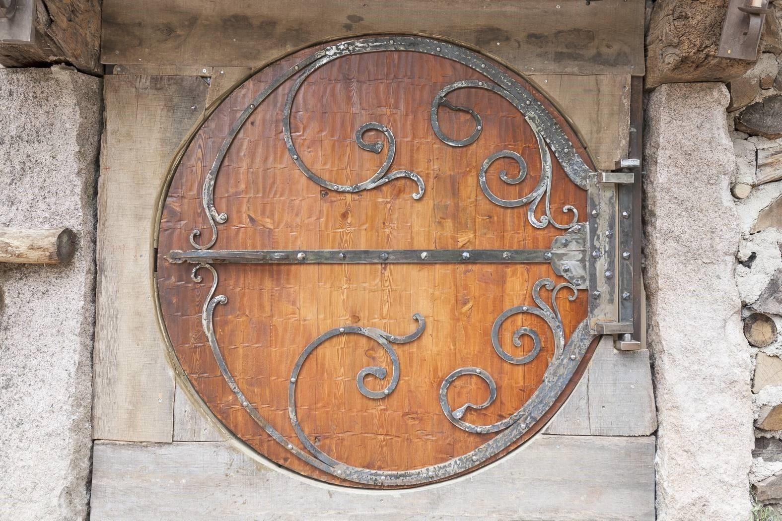 porte de Hobbit - Domaine de la Pierre Ronde © E.Correia