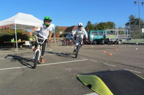 BMX attraction sur piste modulable