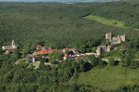 Brancion_Village medieval_ITIBOU071163892