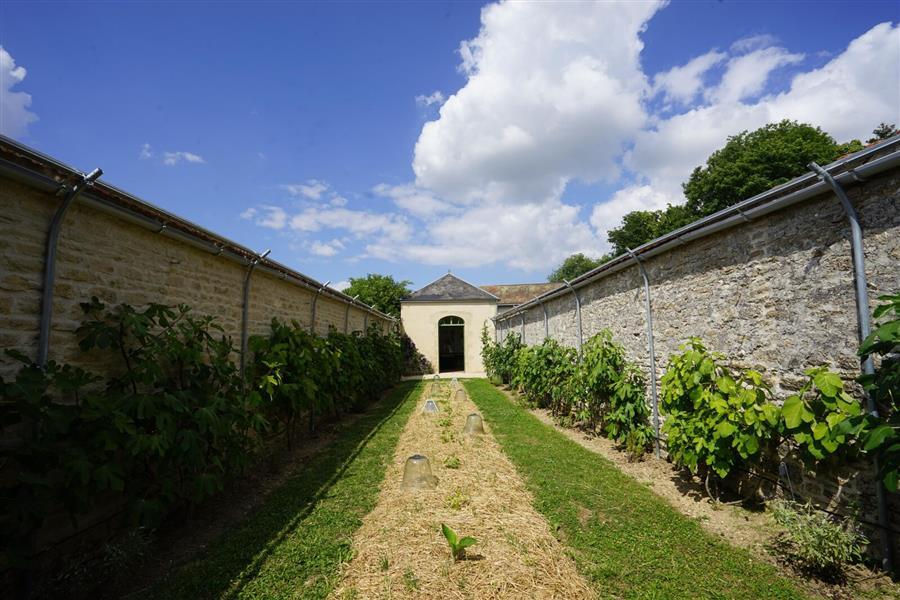 Le parc du ch teau de montigny sur aube tourisme en bourgogne for Chambre mansardee chaleur
