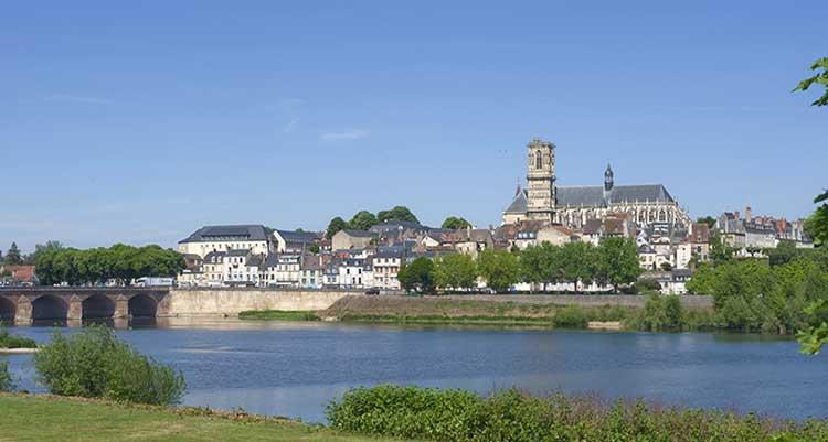 Nevers tourisme en bourgogne for Piscine nevers