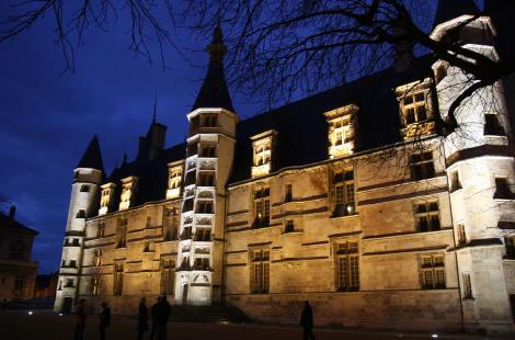 PALAIS DUCAL DE NEVERS 1