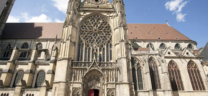 Sens-Cathedrale-St-Etienne-Photo-Alain-Doire-Bourgogne