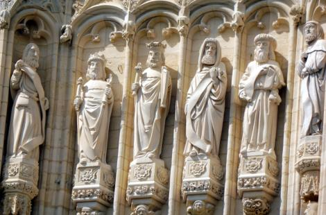 Statues Tour Boyer Cathédrale St Cyr Ste Julitte Nevers