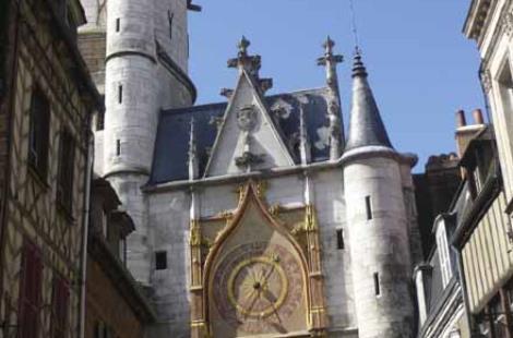 Tour de l'horloge à Auxerre