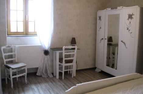 chambre-blanche-2-gite-lecusson-la-comelle