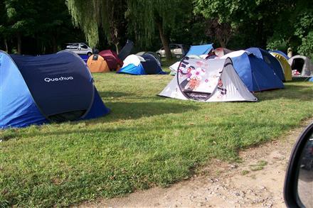 dans l'enceinte du camping