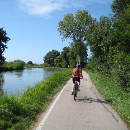 Canal de Bourgogne FRANCE A VELO