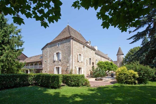 Hotel Restaurant Château Fleurville ext — château de fleurville