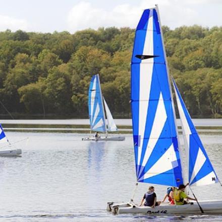 Voiles sur le lac des Settons