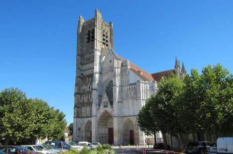 auxerre-Kathedrale-france-a-velo