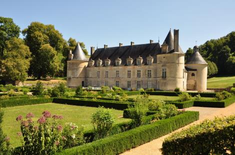chateau-bussy-rabutin-france-a-velo