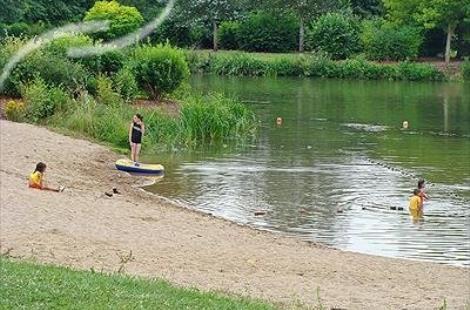 Baignade à l'étang des Prés de la Ville